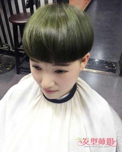 额头宽女生修剪短发要染色吗 18岁姑娘适合的蘑菇头发型(2)图片