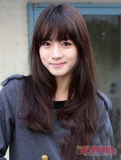 女生离子烫搭配空气刘海发型 脸瘦女生修剪薄刘海造型图片