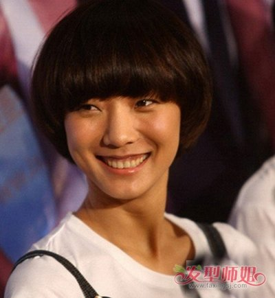 大脸女生剪锅盖头刘海怎样处理 头发硬直适合的短发系列图片