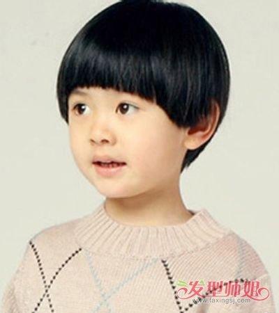 后脑勺头发部分更是打理出时尚,阳光帅气的小男孩 蘑菇头发型,休闲图片