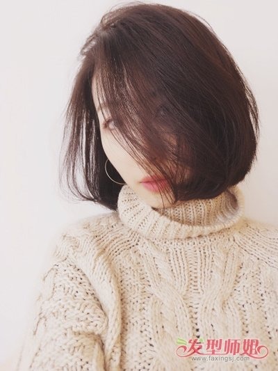 发型设计 卷发 >> 水波卷怎样打理适合低个女 浅棕黄发色能够提亮皮肤图片