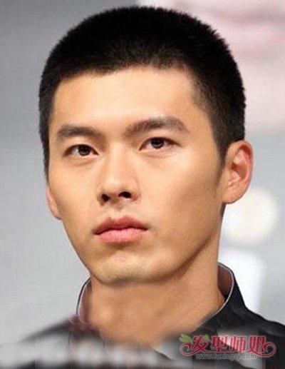 耳环也是蛮与他的发型般配,染出的浅色头发与他的肌肤般配,炫出大圆脸图片
