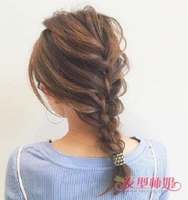 女生后梳编发扎马尾辫发型