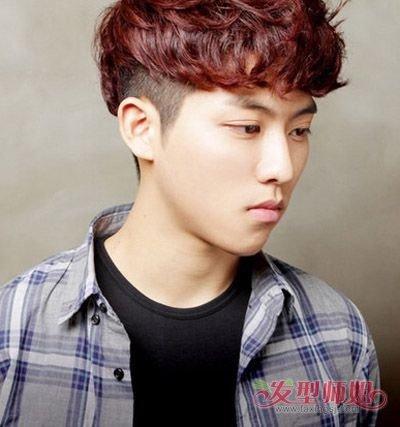 日韩男生剪短发两边怎样打理 后脑勺剃掉的国外男发型图片
