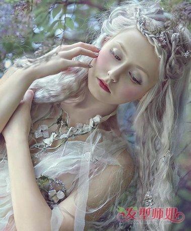 雪色染发+小卷铺展森林童话 欧美风写真发型最提格调