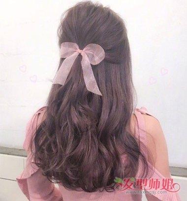 发型diy 长发扎发 >> 中长发扎公主头怎么好看 长卷发做秀美半扎发
