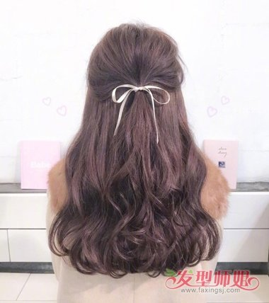 女生中长发大卷半扎发发型图片