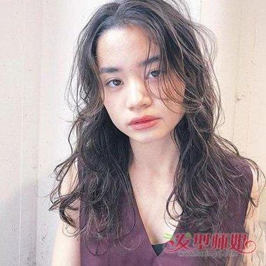 大波浪卷发适合染哪些头发颜色 方脸女生烫出的大卷发型