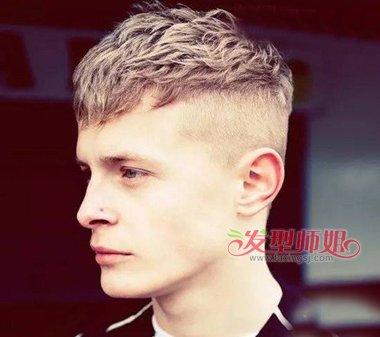男生短发系列,略有点层次头发更加迷人,而后脑勺头发直接剃掉,衔接度图片