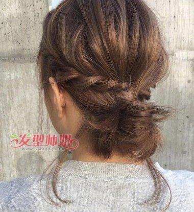 女生碎发扎发发型两边的碎发都是内扣碎发.图片