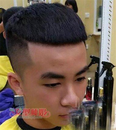 2018年快手帅男潮流的瓜子头型 硬直头发适合的两边剃图片