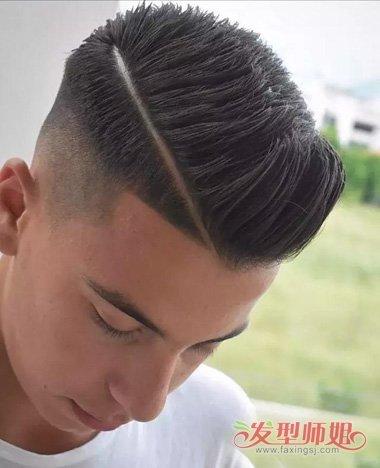 校园男生侧分油头炫帅气造型 大学生梳三七头发跟更流行吗图片