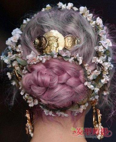 宫廷风渐变圆髻编盘发华美非常  宫廷风是最不怕华丽的染发发型的图片
