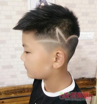 学龄儿童黑发子弹头发型图片 超酷的子弹头玩酷孩童暑图片