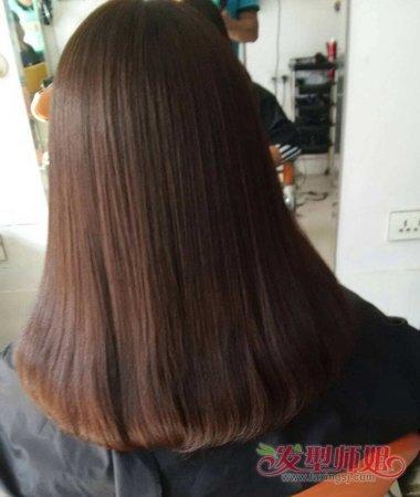 发根与发丝中间的头发,都是离子烫发型搭配的梳发.图片