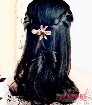 中长发编发发型后脑的头发用电卷棒烫竖卷.图片