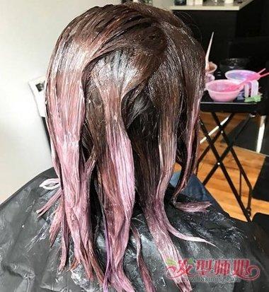 发型设计 染发 >> 染发膏弄到脖子上怎么洗掉 降低染发剂伤皮肤几率要图片