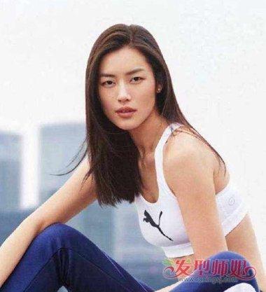 超模刘雯的发型也是一刀切吗 长卷发直发都能做流行一刀切