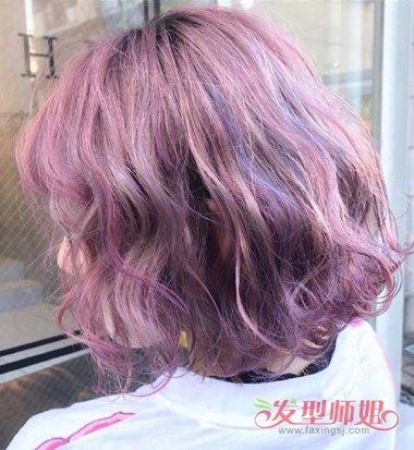 女生流光紫色烫空气感短发发型图片