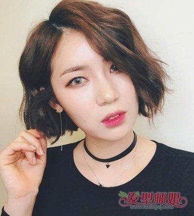 女生二八分韩版烫短发发型图片