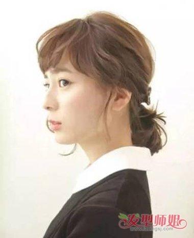 清新具有活力的女生短发,眉上刘海部分更是精心打理,后面的头发梳扎图片