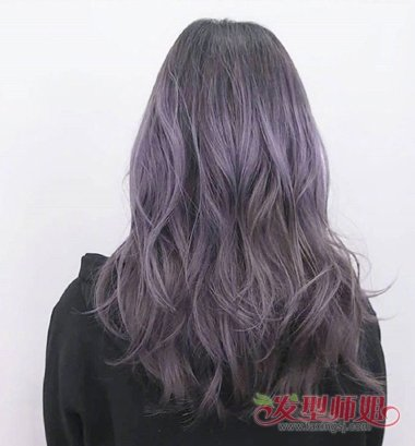 烫发发型,发尾烫成了大卷的碎发,女生 长发烫发发型给发根头发做的