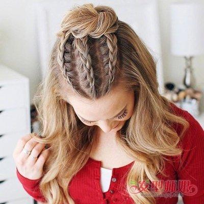 然后将聚集在一起的长发编织成松松的鱼骨辫,这款女生长发编发发型比