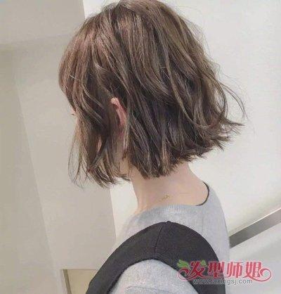 那就赶紧将你的短发烫卷吧,2018年东京妹子流行的偏分 短发烫发发型
