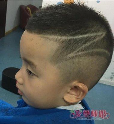 小男孩剪平头教程还是技术重要 男童平头怎么帅就怎么剪