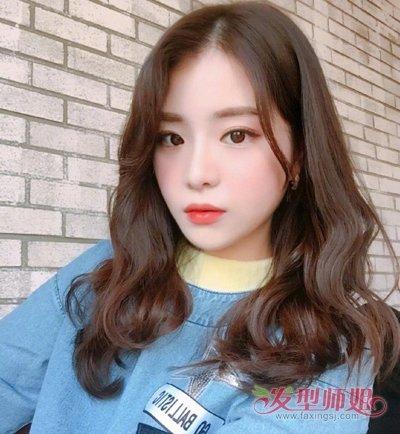 不到30岁的长发女生秋天流行烫发  2018-09-28 21:31来源:发型师姐图片