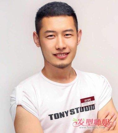 2019最流行长脸男生的寸头预览  圆寸效果的短发发型,在额头发际线图片