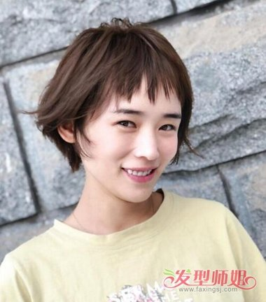 女生碎发刘海露耳短发发型图片