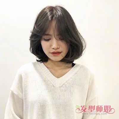 发型设计 短发 >> 2019韩式女生黑色短烫发设计 玩转轻熟女人味儿做图片