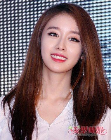 甜美可人的小脸女生脖子长个子高,很适合梳韩国流行的 女生直发发型.图片