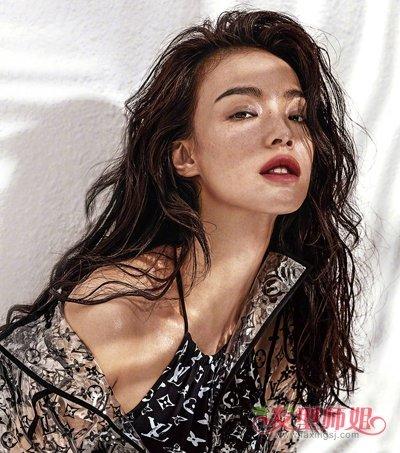 35岁女士秋季烫这几款卷发优雅气质 成熟女人也能性感和可爱