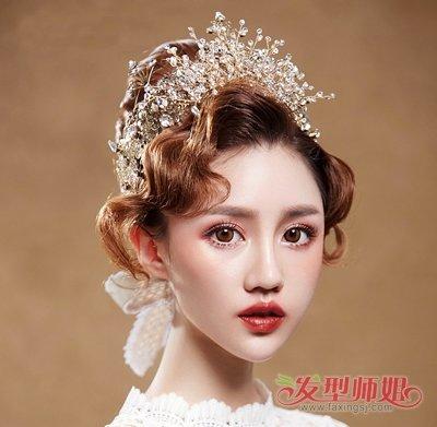 发型设计 新娘发型 >> 结婚戴皇冠造型不要太老气 2019新娘戴这几顶图片