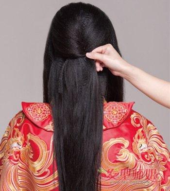 中国新娘结婚穿秀禾服是传承 长发新娘秀禾服齐刘海发型扎法步骤图片