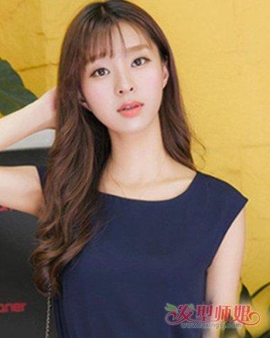 女生空气刘海搭微卷发主打时尚范 一览淑女情调的女生长烫发造型