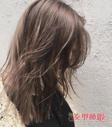 女生蜂蜜茶色干发质的 发型设计,染完头发可以给发尾剪的平整一些