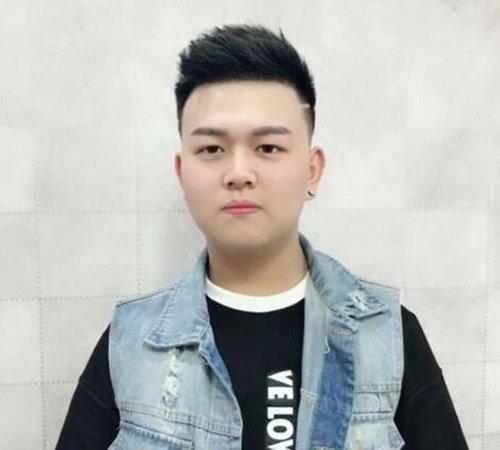 男生鬓角刻痕侧梳短发发型