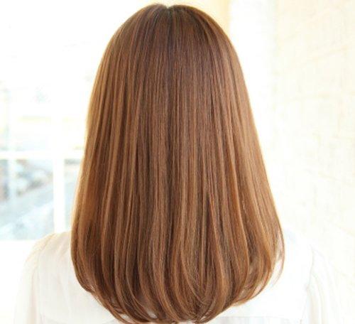 女生中长发直发发尾内扣发型图片