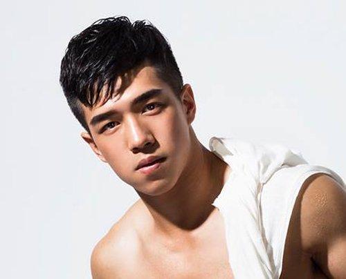 男生剃鬓角发型,有将发顶上的头发做长的,也有就这样保持短发的外形的图片