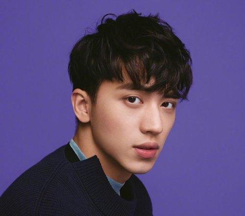 男生短鬓角长刘海内扣短发发型图片