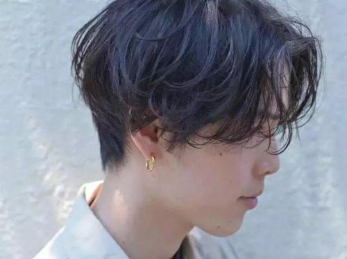 男生发型 男生短发 >> 男网红纹理烫发只做耍酷的发型 直接卷烫发需要图片