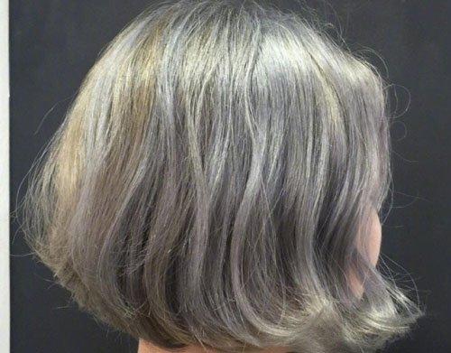 别再问2019年流行什么发色了 就算是短发想要颜色好看也需显白