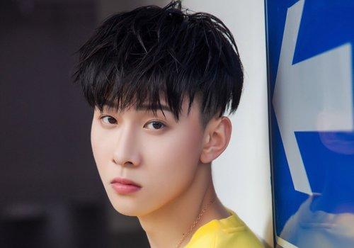 男生发型 男生短发 >> 脸长偏瘦男生头发不能太服帖 2019新款男生蓬松图片