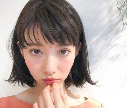日系女生空气刘海内扣短发发型