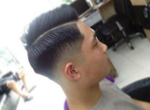 男生发型 男生短发 >> 想梳背头就别怕头发太短 要知道最短的背头发型