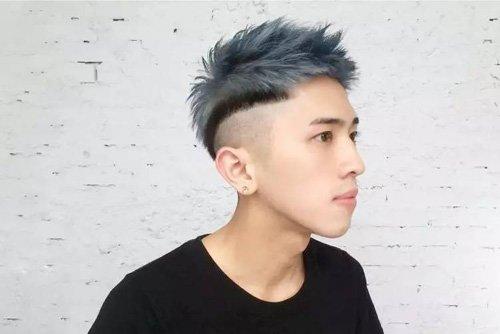 男生二次元染发炫酷玩转时代感 彰显男人魅力短卷烫发造型系
