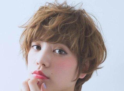 长头发的人气不如短发,不是因为长头发不能修颜,而是短头发与女生圆脸图片